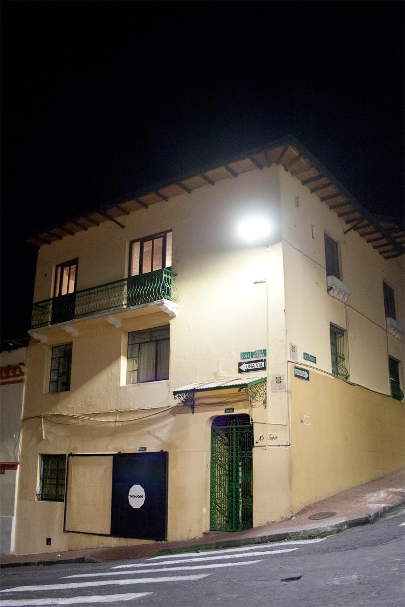Fachada-no-Lugar-noche2